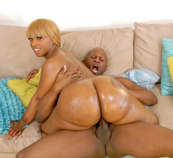 Bootylicious blonde ebony MILF with big..