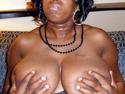 Black Mature and busty gf's amateur..