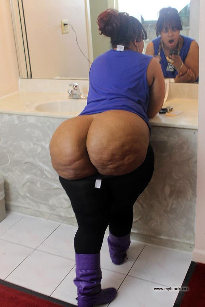 Big butt naked ebony