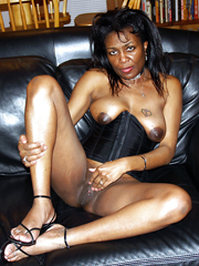 Naked ebony housewives loves to be in front of the camera and show ...