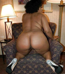 Old black cuties flashes her huge black..